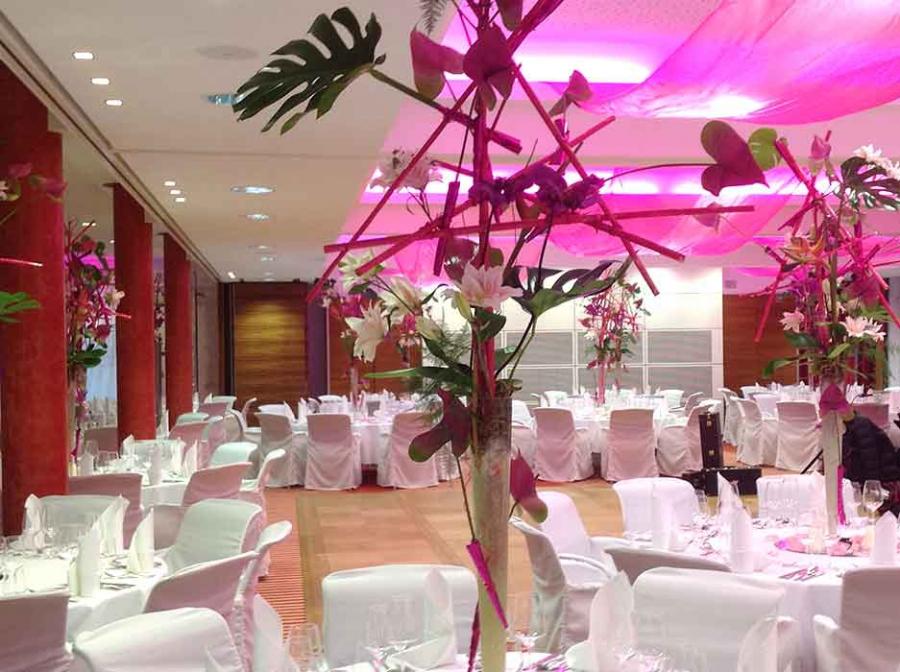 Hochzeit Blumendeko Saal