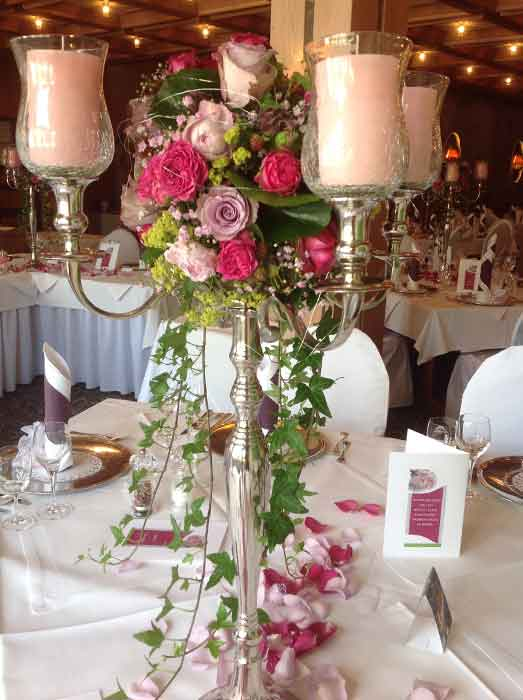 Blumendeko Hochzeitstisch